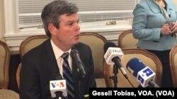 Kevin Sullivan, embajador interino de la EE.UU. en la OEA, habla sobre resolución adoptada sobre Venezuela en sesión extraordinaria del Consejo Permanente. Lunes 3 de abril de 2017. Foto Gesell Tobías, VOA.