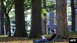 Một sinh viên học tại Đại học Amherst, một trường chuyên về nghệ thuật tự do trong bang Massachusetts