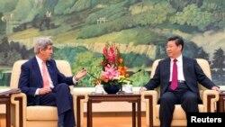 克里国务卿和习近平主席2月14日在北京人民大会堂会面