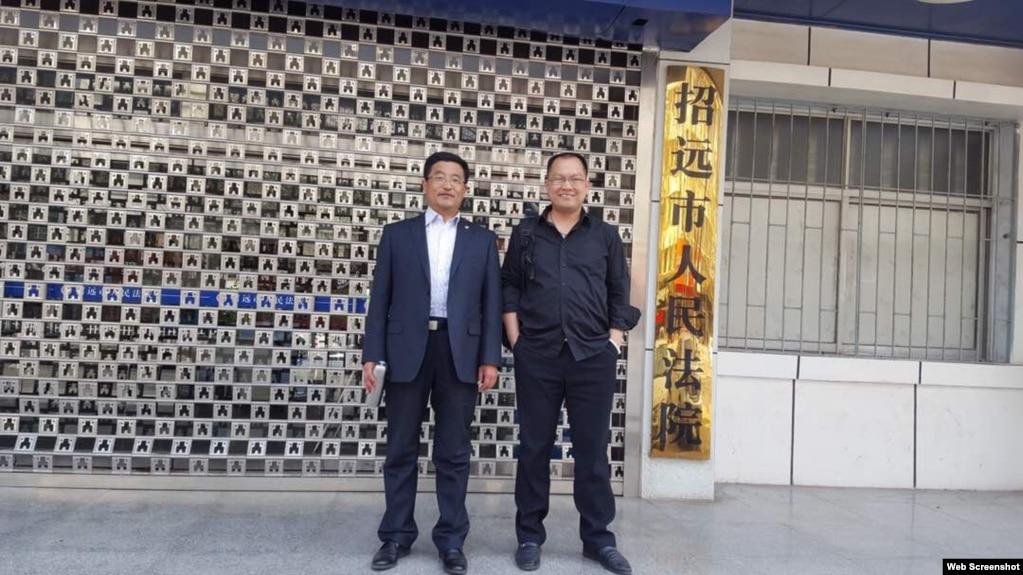祝圣武律师(右)和李永恒律师为网友王江峰辩护。 (微信图片)