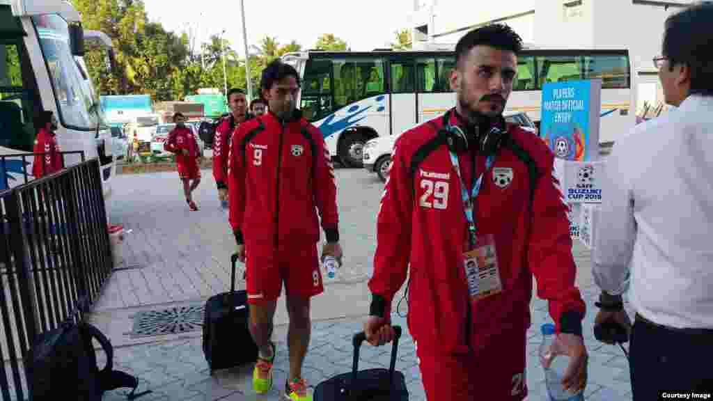 تیم افغانستان در راه ستدیوم ۲