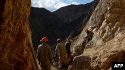 افغانستان کې تر ډېره طبعي زیرمې په ناقانونه توګه کیندل کیږي