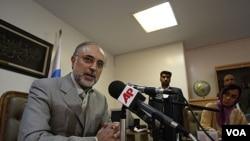 Menlu Iran Al Akbar Salehi mendesak Damaskus mendengar tuntutan rakyat Suriah (27/8).