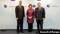 Premijer Kosova Hašim Tači, visoka predstavnica EU Ketrin Ešton i srpski premijer Ivica Dačić tokom pete runde pregovora u Briselu