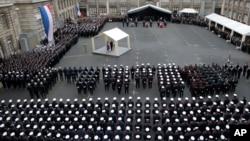 Президент Франція Франсуа Олланд на церемонії прощання з поліцейськими, загиблими в результаті терористичних атак