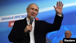 El presidente reelecto de Rusia, Vladimir Putin al mismo tiempo afirmó que Moscú está abierto para participar en la pesquisa junto con Gran Bretaña.