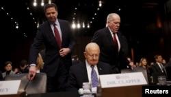 Từ trái: Giám đốc FBI James Comey, Giám đốc DNI James Clapper và Giám đốc CIA John Brennan trong một cuộc điều trần ở Điện Capitol, 9/2/2016.