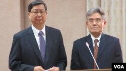 台灣外交部次長柯森耀(右一)在立法院就台巴關係接受質詢(美國之音張永泰拍攝)