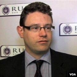 Alexander Neil, Institut ujedinjenih kraljevskih službi u Londonu