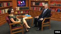 Deputy Assistant Secretary of State Daniel Rosenblum (R) and Navbahor Imamova of VOA's Uzbek Service are seen during their interview at VOA headquarters in Washington, D.C.