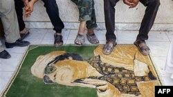Udhëheqësit rebelë libianë kërkojnë ekstradimin e familjarëve të Gadafit