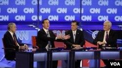 Ke-4 sisa kontestan calon presiden partai Republik, dari kiri: Ron Paul, Rick Santorum, Mitt Romney, dan Newt Gingrich, dalam perdebatan di Mesa, Arizona (22/2).