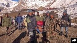 Quan chức chính phủ Nepal cho biết, tới nay, hơn 300 người đã được cứu sống.