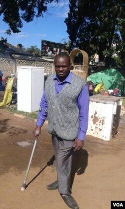 Omunye wabaxotshwa lapho ababehlala khona.