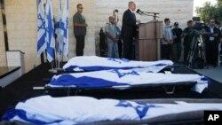 Thủ tướng Israel Benjamin Netanyahu phát biểu trong tang lễ của 3 thiếu niên trong vùng Bờ Tây, 1/7/14