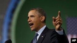 26일 버지니아주 군수업체 뉴포트 뉴스를 방문해, 예산 자동삭감 문제에 대한 여론의 지지를 호소하는 바락 오바마 미국 대통령.