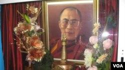 俄罗斯佛教徒供奉的达赖喇嘛像 (美国之音白桦拍摄)
