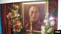 俄罗斯佛教徒供奉的达赖喇嘛像(资料照片)