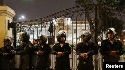 Policías peruanos resguardan el edificio del Congreso, el lunes 30 de septiembre de 2019. Reuters/Guadalupe Pardo.