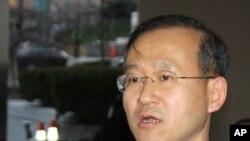 워싱턴 방문 후 기자회견 중인 임성남 수석대표