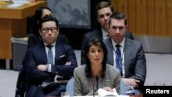 Đại sứ Mỹ tại LHQ Nikki Haley trong buổi thảo luận tại Hội đồng Bảo an ngày 29/11/2017 về việc Triều Tiên phóng phi đạn đạn đạo có thể bắn tới Mỹ.