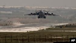 Američki vojni avion poleće iz vazdušne baze Incirlik na jugu Turske (arhivski snimak)