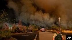 Kebakaran besar menghanguskan kota Paradise, California (8/11).