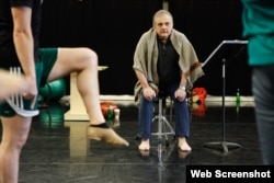 مارک موریس، هنگام تمرین، بهار ۲۰۱۵ Photo by Amber Star, Mark Morris Dance Group
