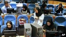Para wartawan Iran meliput hasil pemilu parlemen di Teheran, Iran, 29 April 2016 lalu (foto: ilustrasi).