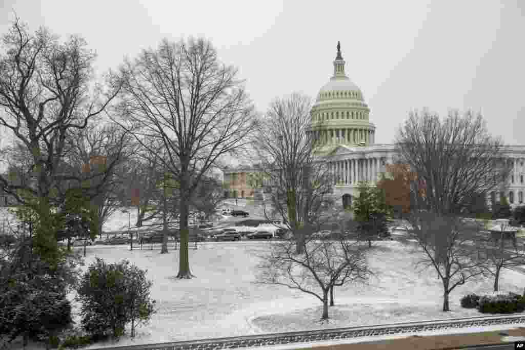 Vu du Capitol Hill, aprés la neige, à Washington, le jeudi 4 janvier 2018