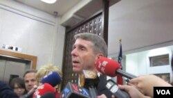 美國國會眾議院軍事委員會監督及調查小組委員會主席魏特曼接受媒體訪問(美國之音 張佩芝拍攝)