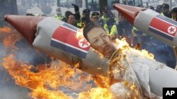 Biểu tình phản đối vụ phóng hõa tiển của Bắc Triều Tiên tại Seoul
