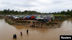 آوارگان روهینگیایی با فرار از خشونت ها در منطقه ای میان بنگلادش و میانمار پناه گرفته اند.