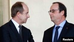 Le président français Francois Hollande et le ministre de la justice Jean-Jacques Urvoas après la réunion hebdomadaire du cabinet à l'Elysée à Paris, le 3 février 2016. (Photo REUTERS/Philippe Wojazer)