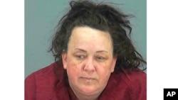 Foto Machelle Hobson yang dirilis Kantor Pinal County Sheriff. Hobson dituduh menyiksa anak adopsi yang membintangi video di kanal Youtubenya.