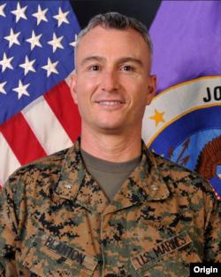 El teniente coronel Benjamin Blanton, de la Fuerza de Tarea Conjunta Bravo, del Comando Sur de EE.UU. destaca la labor que realizan en Centroamérica tras el paso de devastadores huracanes.