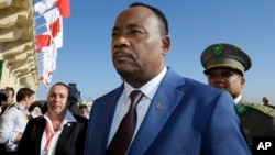 Niger President Issoufou Mahamadou arrives on the occasion of a summit on migration in Valletta, Malta, Nov. 12, 2015.