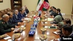 مقامهای ایران، از جمله علی شمخانی دبیر شورای عالی امنیت ملی، طی هفتههای اخیر خبر دادند که میان ایران و گروه طالبان گفتوگوهایی انجام شده است