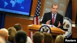 Juru bicara sementara Departemen Luar Negeri AS, Mark Toner memberikan keterangan kepada media di Washington DC hari Selasa (7/3).