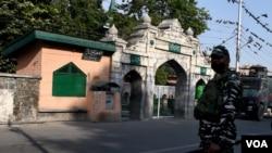 နယ္စပ္ Kashmirရွိ အိႏၵိယတပ္သားတဦး