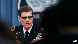 美國中央司令部司令沃特爾上將在五角大樓參加記者。 (2017年4月11日)
