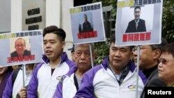 Members from Civic Party, holding portraits of (L-R) Wang Qingying, Yuan Chaoyang and Tang Jingling, protest outside China's Liaison Office in Hong Kong, China, Jan. 29, 2016.
