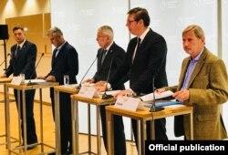 Borut Pahor (Slovenija), Hašim Tači (Kosovo), Aleksander van der Balen (Austrija), Aleksandar Vučić (Srbija) i komesar Johanes Han (EU) tokom konferencije za štampu u Alpbahu, Austrija, 16. avgusta 2018.