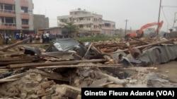 Quelques bâtiments cassés dans les rues de Cotonou, au Bénin, le 16 janvier 2017. (VOA/Ginette Fleure Adande)