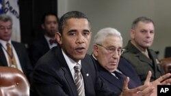 오바마 미 대통령이 지난 18일 새 전략무기감축협정(START) 대책회의에서 이 협정을 '레임덕 회기'에 비준해야 하는 이유를 설명하고 있다.