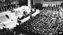 سال 1945ء میں سان فرانسیسکو میں اقوام متحدہ کی بنیاد رکھی گئی۔ اس پہلے اجلاس میں 50 ملک شامل تھے۔