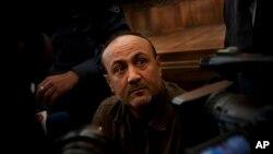 Le chef de file du Fatah Marwan Barghouti est jugé à la cour de Justice de Jérusalem, le 25 janvier 2012.