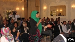 Participants at a VOA sponsored town hall meeting in London ask questions of Somali President Hassan Sheikh Mohamud