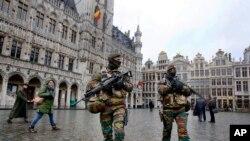 수도 브뤼셀에서 경계근무 중인 벨기에 경찰 (자료사진)