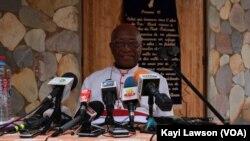Mgr Philippe Fanoko Kpodzro, archevêque émérite de Lomé, lors de son intervention, le 14 février 2018. (VOA/Kayi Lawson)